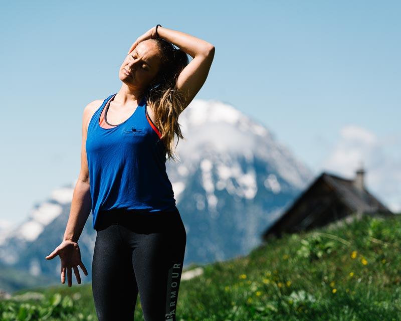 Lisa Guhl praktiziert Forrest Yoga am Berg, Wörschachwald, Österreich am 06.06.2020. Copyright: Lisa-Marie Reiter